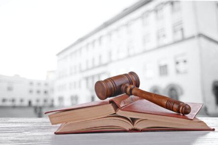 Gesetzbuch Gericht